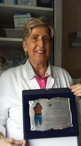 Consegna di una nostra targa ricordo alla Prof. Teresina De Toni